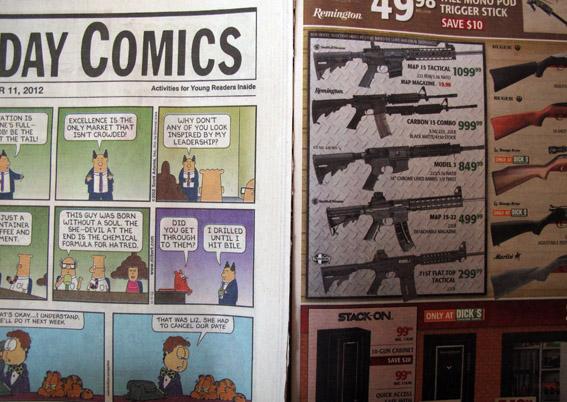 Las tiras cómicas en un periódico de USA, y al lado los anuncios de armas. Normal, ¿no?