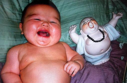Un bebé chino feliz